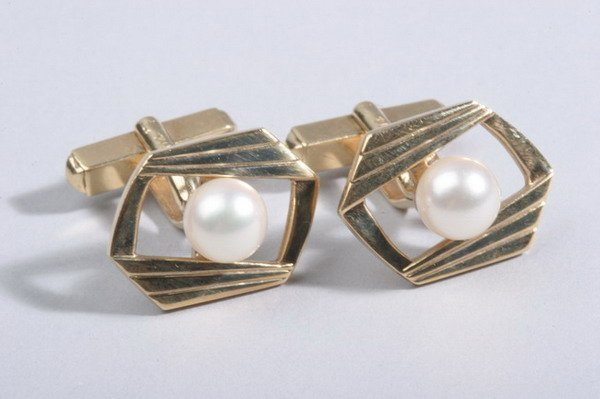 1490: PAIR 18K YELLOW GOLD AND CULTURED PEARL WING-BACK