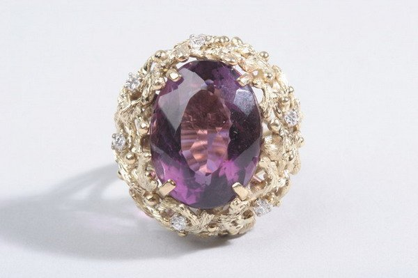 1491: 14K YELLOW GOLD, DIAMOND AND AMETHYST DOME RING.