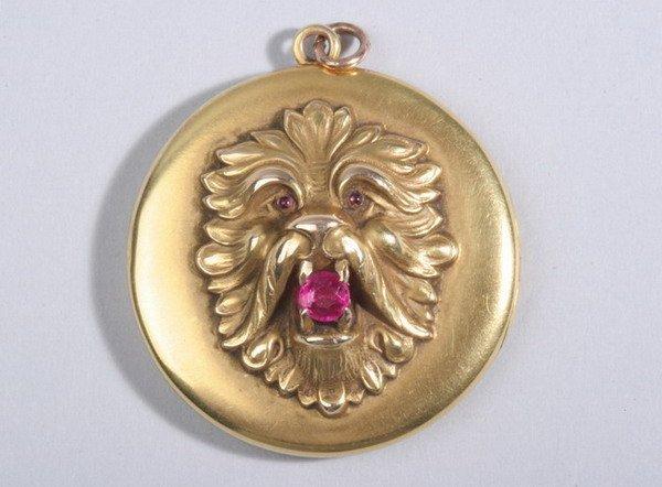 1495: VICTORIAN YELLOW GOLD LION MASK DESIGN ROUND PICT