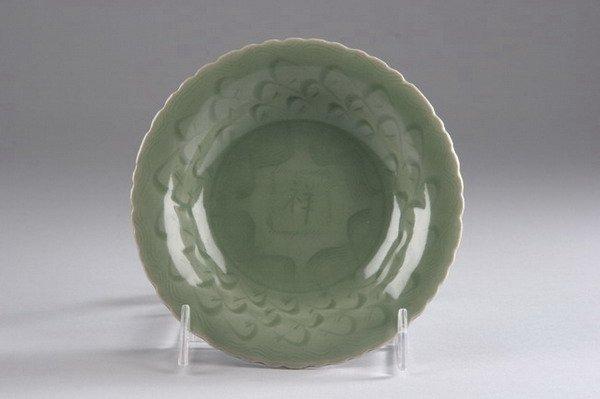 10: CHINESE CELADON PORCELAIN DISH, Ming dynasty. - 5 i