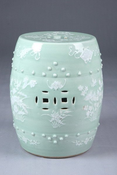 13: CHINESE CELADON AND WHITE PORCELAIN GARDEN SEAT, 19