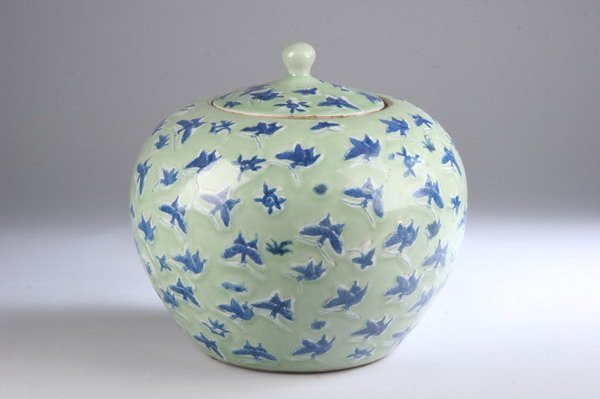 15: CHINESE BLUE AND CELADON PORCELAIN JAR AND COVER, 1