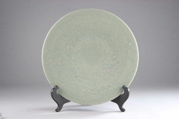 17: CHINESE CELADON PORCELAIN PLATE, 19th century. - 14