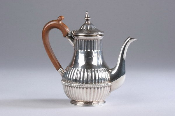 553: GEORGE III SILVER TEAPOT. Thomas and James Phipps