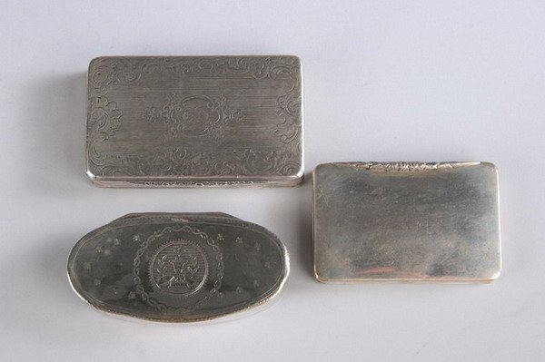 568: THREE FRENCH SILVER PATCH BOXES. 19th century. - 7