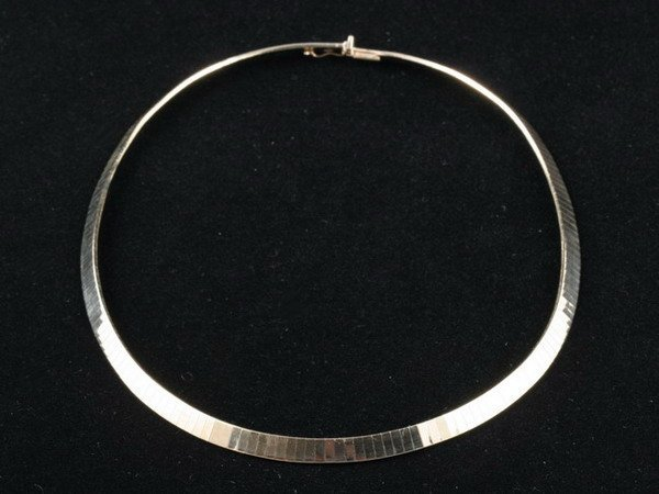 1093: 14K YELLOW GOLD OMEGA LINK NECKLACE.