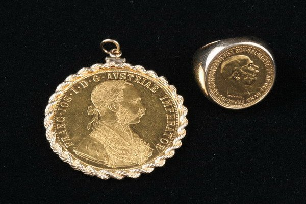 1104: GOLD COIN RING AND PENDANT.