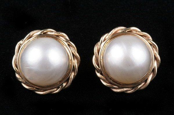 1107: PAIR OF 14K YELLOW GOLD MABE PEARL EARCLIPS.