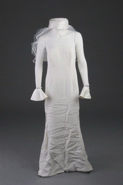 1146: VERA WANG DESIGNER WEDDING DRESS.