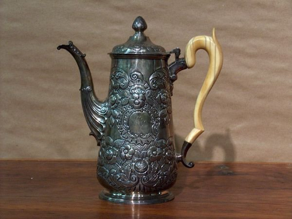 7: A GEORGE III IRISH SILVER COFFEE POT, Dublin, circa