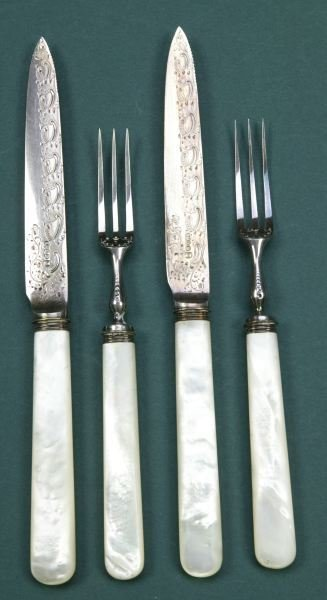 19: AN EDWARDIAN TWENTY-FOUR PIECE MOTHER-OF-PEARL HAND