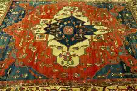 883: AN ANTIQUE PERSIAN SERAPI RUG,