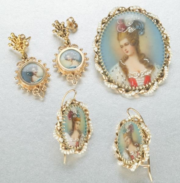 933: A POTRAIT OF A LADY BROOCH AND EARRING SET.