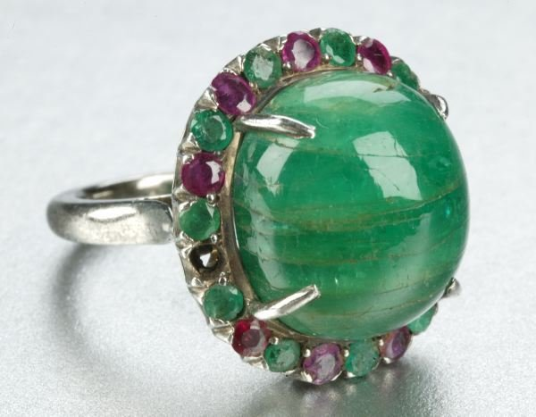 934: AN EMERALD AND RUBY RING.