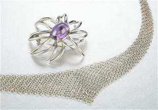 A STERLING SILVER NECKLACE WITH BROOCH.