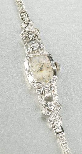 A LADIES 14K WHITE GOLD AND DIAMOND WRISTWATCH.
