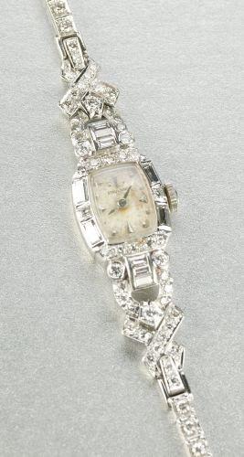 948: A LADIES 14K WHITE GOLD AND DIAMOND WRISTWATCH.