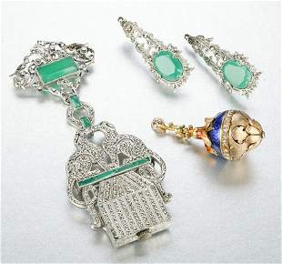 A GROUP OF MISCELLANEOUS JEWELRY