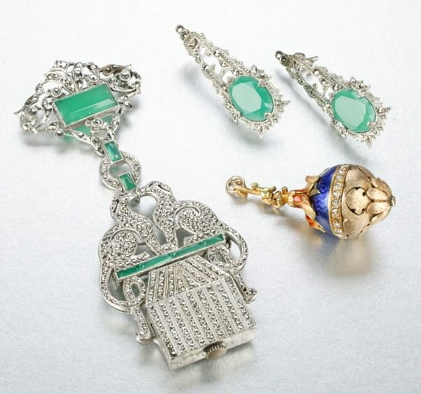 952: A GROUP OF MISCELLANEOUS JEWELRY