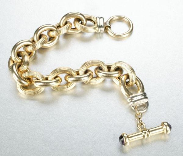 953: A 14K YELLOW GOLD BRACELET.