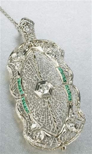 AN ART DECO 14K WHITE GOLD, EMERALD AND DIAMOND PE