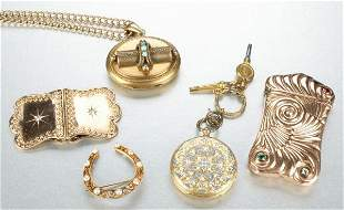 A GROUP OF MISCELLANEOUS JEWELRY.
