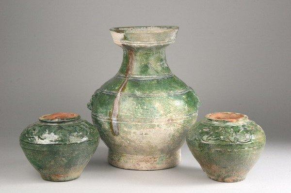2002: CHINESE GREEN GLAZE PORCELAIN VASE, HU, Han dynas