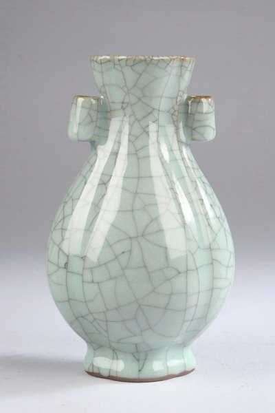 2011: CHINESE GE-TYPE PORCELAIN VASE, - 7 in. high.