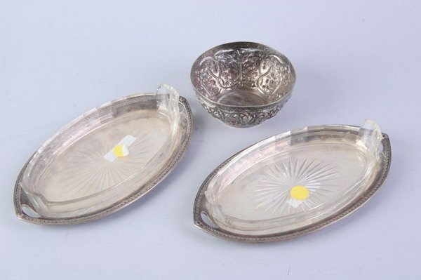 2550: PAIR GERMAN SILVER HORS D'OEVRES TRAYS WITH GLASS