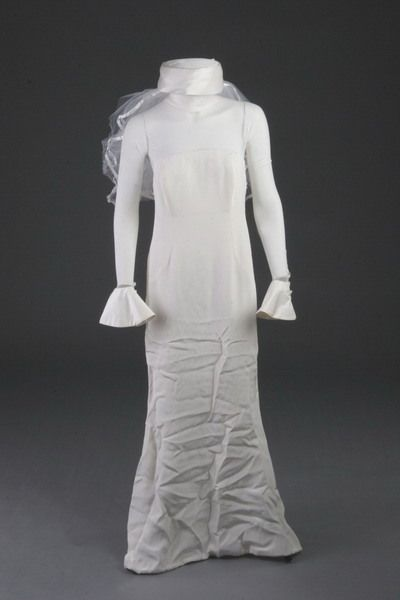 2783: VERA WANG DESIGNER WEDDING DRESS.