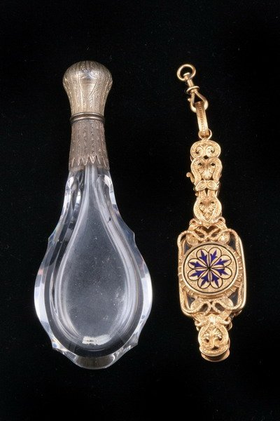 1199: FRENCH 18K YELLOW GOLD AND COBALT ENAMEL LORGNETT