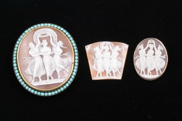 1201: THREE CARVED SHELL CAMEOS. mid-19th century. - La