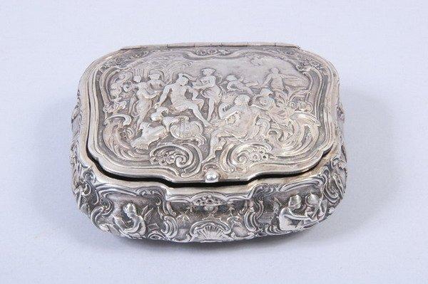 588: VICTORIAN SILVER REPOUSS? BOX. TG, London, 1893. -