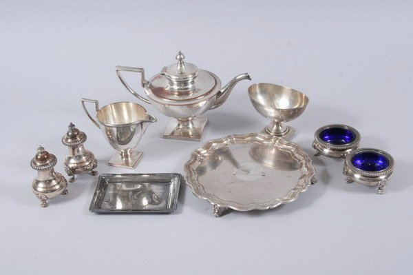 592: EIGHT ENGLISH SHEFFIELD AND SILVER PLATED TABLE AR