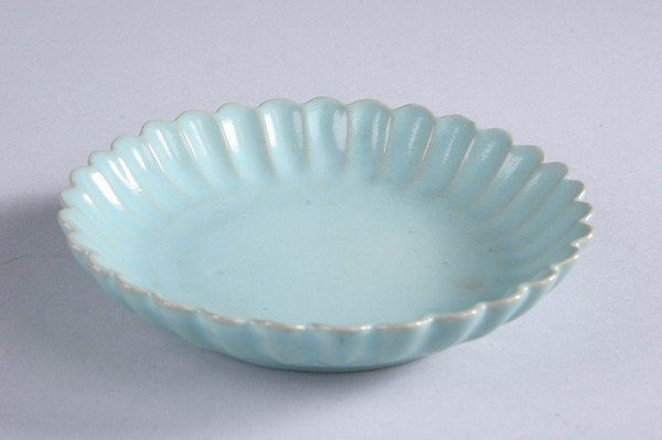 81: CHINESE CLAIR-DE-LUNE PORCELAIN LOTUS DISH, Song Dy