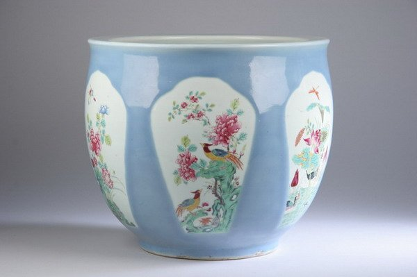 187: CHINESE FAMILLE ROSE PORCELAIN JARDINI?RE. - 13 1/