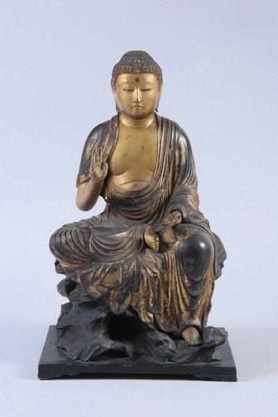 360: JAPANESE LACQUERED WOODEN FIGURE OF BUDDHA, Edo pe