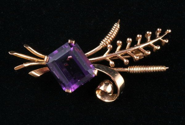 1049: 18K YELLOW GOLD AND AMETHYST PIN,