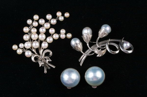 1050: THREE PIECES PEARL JEWELRY,