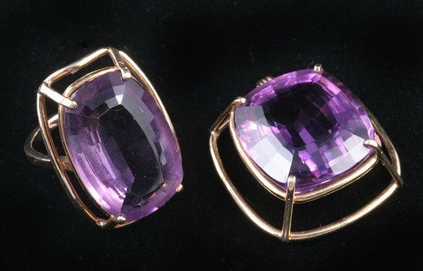1054: 14K YELLOW GOLD AND AMETHYST RING WITH SIMILAR PE