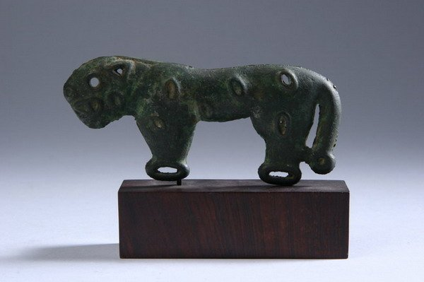 4: CHINESE BRONZE APPLIQUE OF A JAGUAR, Warring States