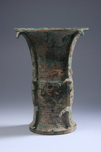 7: CHINESE ARCHAIC BRONZE VESSEL, ZUN. Late Shang/early