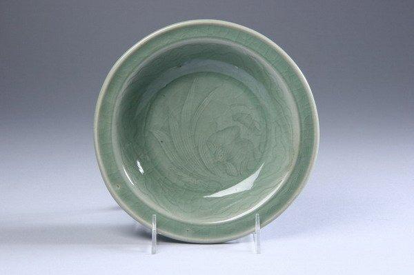 10: CHINESE CELADON PORCELAIN DISH, Yuan Dynasty. - 8 i