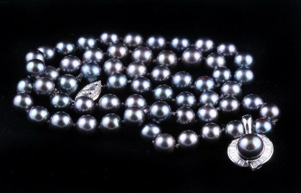 1145: MATCHED BLACK PEARL NECKLACE WITH DIAMOND AND PEA