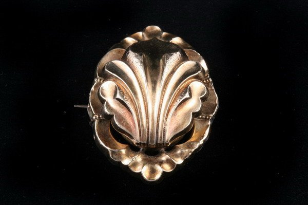 1146: VICTORIAN YELLOW GOLD LOCKET BROOCH/PENDANT,