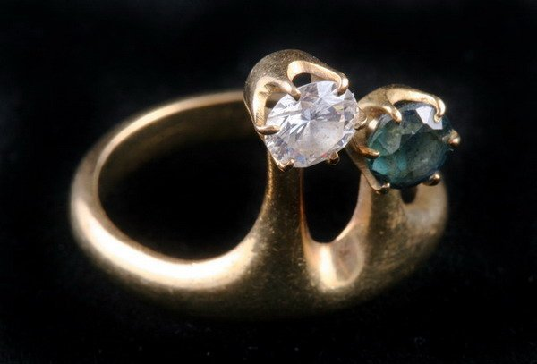 1147: 14K YELLOW GOLD, DIAMOND AND SAPPHIRE RING,