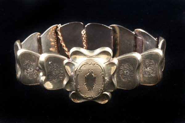 1148: ENGLISH VICTORIAN 15K YELLOW GOLD FLEXIBLE LINK L