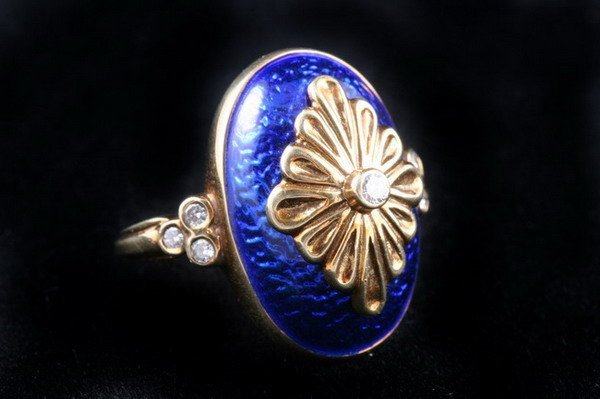 1151: 14K YELLOW GOLD, DIAMOND AND COBALT ENAMEL RING,