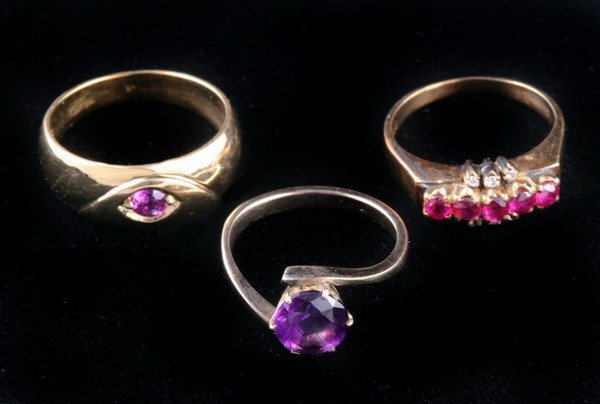 1156: THREE YELLOW GOLD AND COLORED GEMSTONE RINGS,