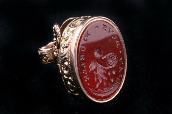 1157: ENGLISH 15K YELLOW GOLD AND CARVED CARNELIAN OVAL